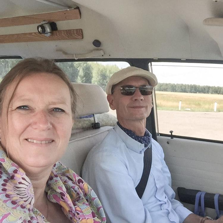 Heike und Bodo mit dem Auto auf der Seidenstraße