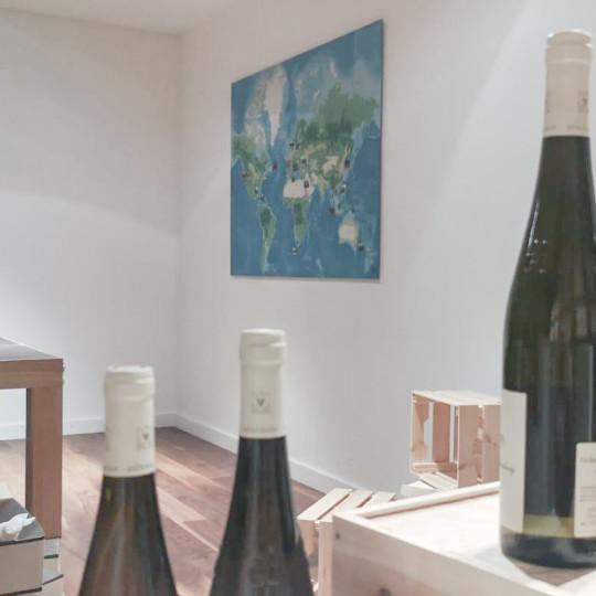 Event-Weltkarte von QX – Quarterly Crossing im Weinkeller der QX Manor in Frankfurt