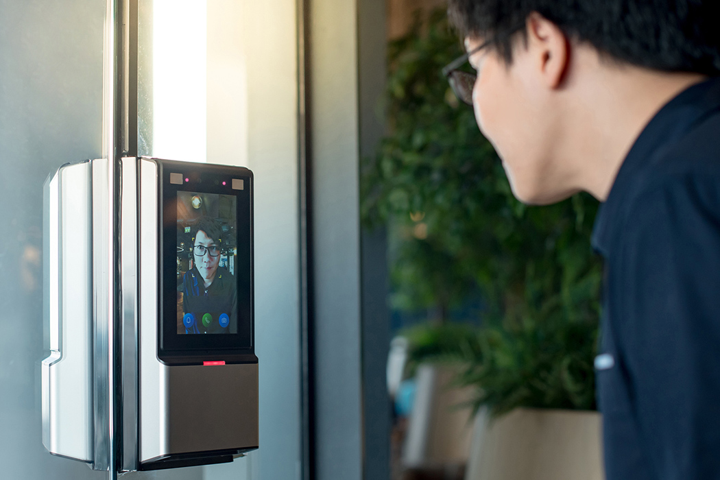 2 88 Smart-Door-Locks-with-Facial-Recognition-What's-New Desktop
