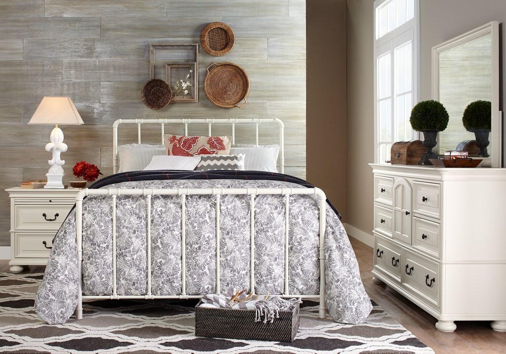 White Queen Post Bed Set with Gray Accents