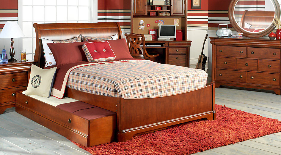 An Example of a Preppy Style Teen Bedding Set & Room Design
