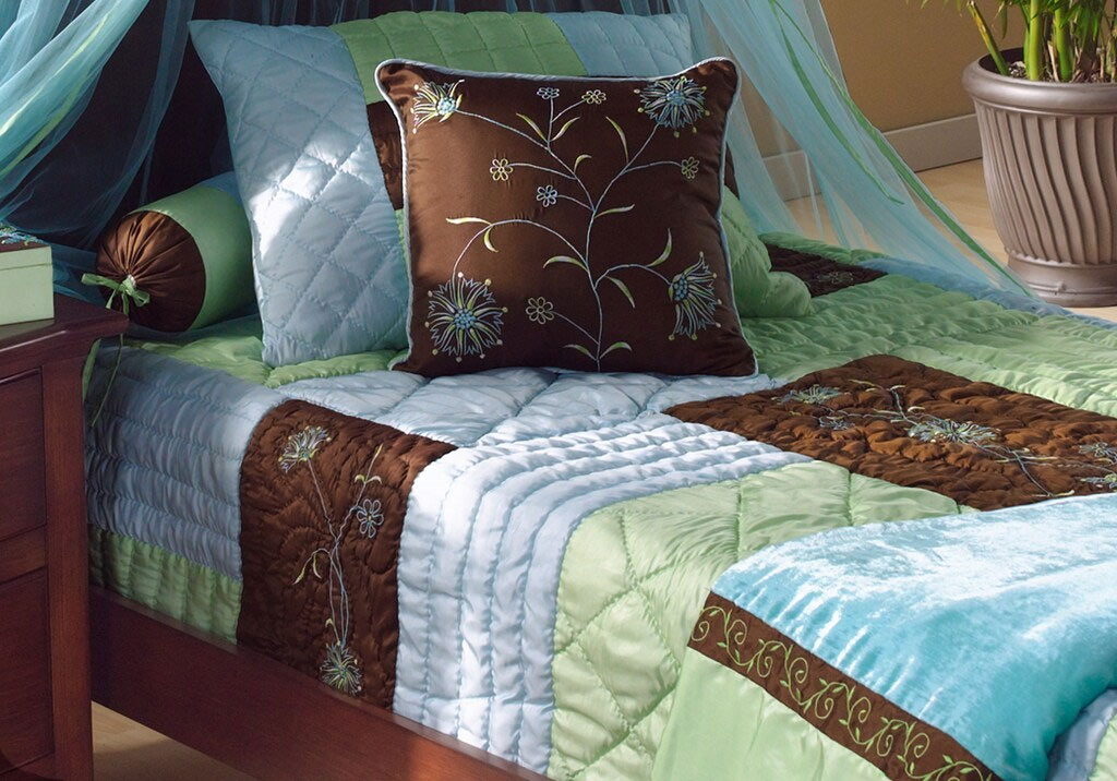 Deluxe Blue and Green Quilt Set
