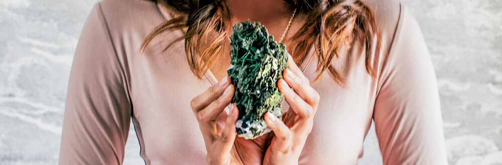 Epidote Meaning and Healing Properties - Energy Muse