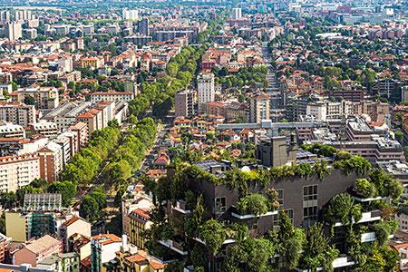 Vetta del Bosco Verticale con vista su Milano