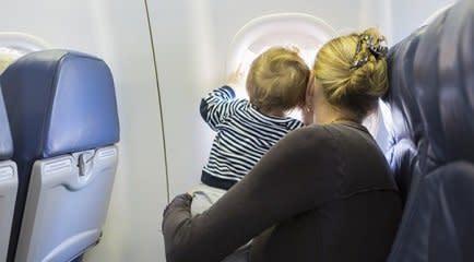 Viajando de avião com um bebê