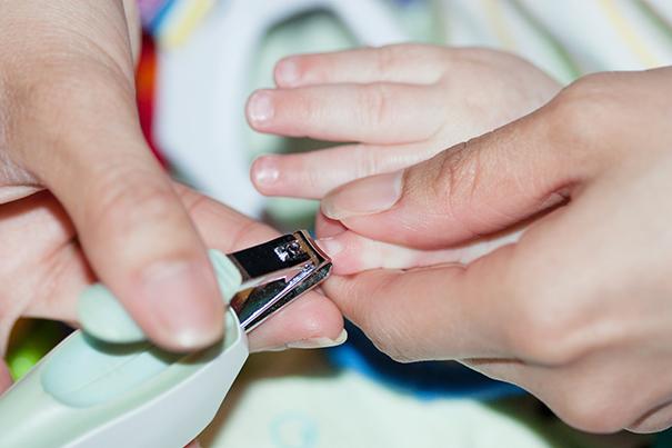 Como cortar as unhas do bebê