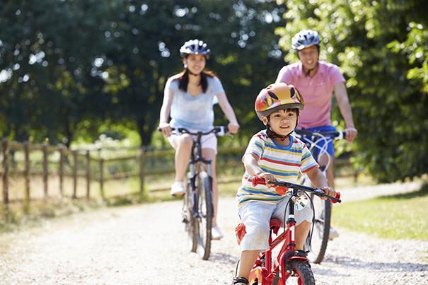 Ensinando o seu filho a andar de bicicleta