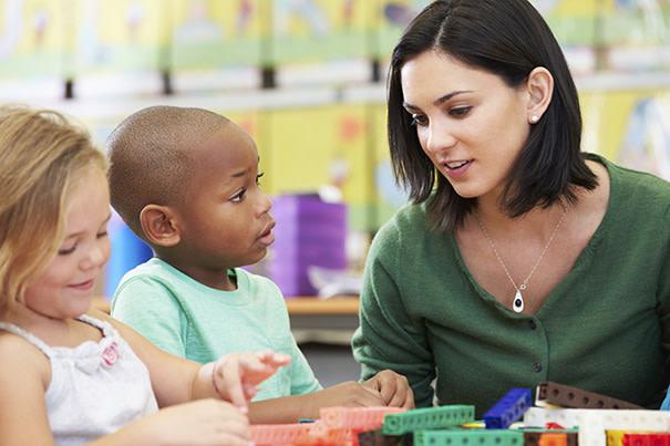 Como ensinar boas maneiras para crianças