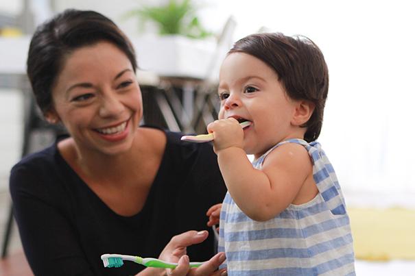 Tudo sobre como cuidar e como escovar os dentes do bebê
