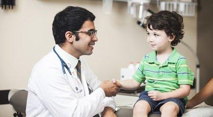 Consulta de rotina do bebê de 2 anos