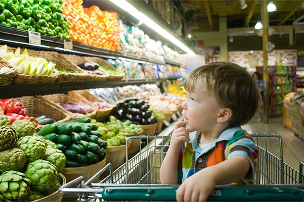 Realizar compras de supermercado com crianças
