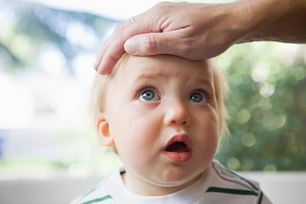 Tosses em bebês e crianças pequenas