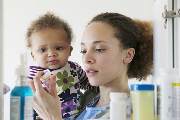 Farmacinha do bebê - remédios bem guardados