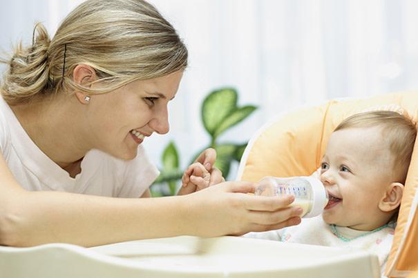 Quando dar mamadeira para o seu bebê