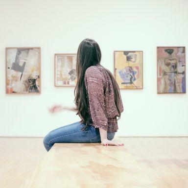museum woman unsplash