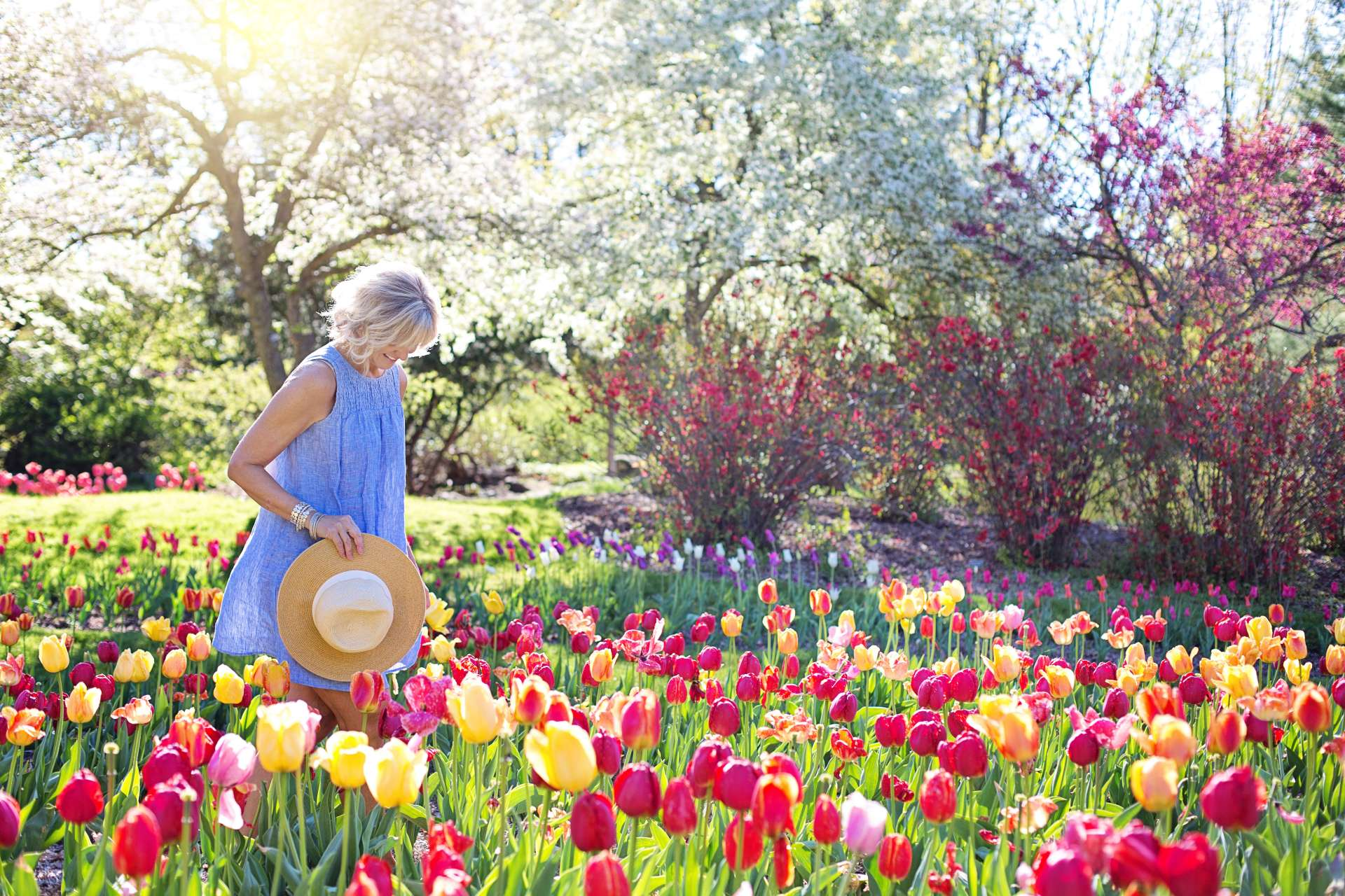 spring-tulips-lady-hat