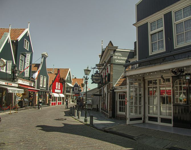 volendam street 2