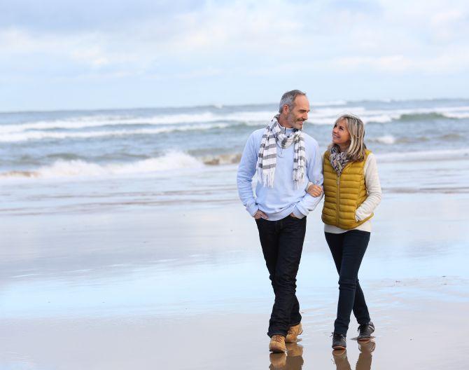 Couple beach winter