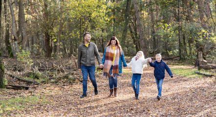intro-walking-family-forrest-europarcs-de-wije-werelt