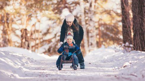 mother-child-snow-slide-europarcs