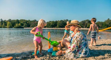 intro-beach-family-europarcs-zilverstrand