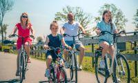 intro-family-biking-europarcs-de-rijp