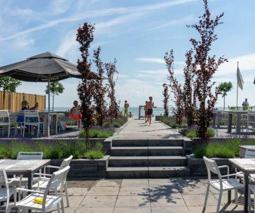 intro-restaurant-terrace-water-europarcs-markermeer