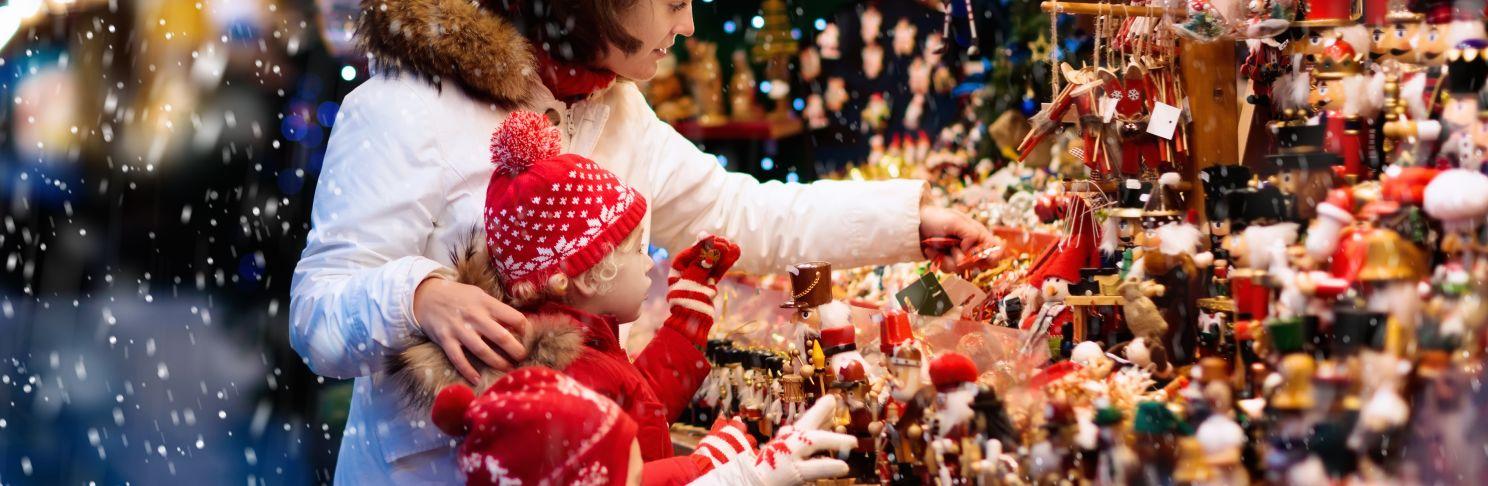 christmas-market-mother-child-europarcs