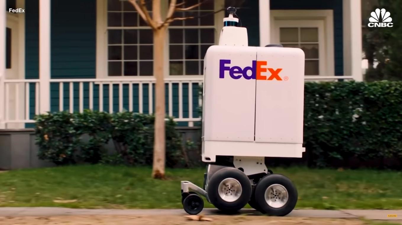 Robot kurierski FedEx jadący chodnikiem
