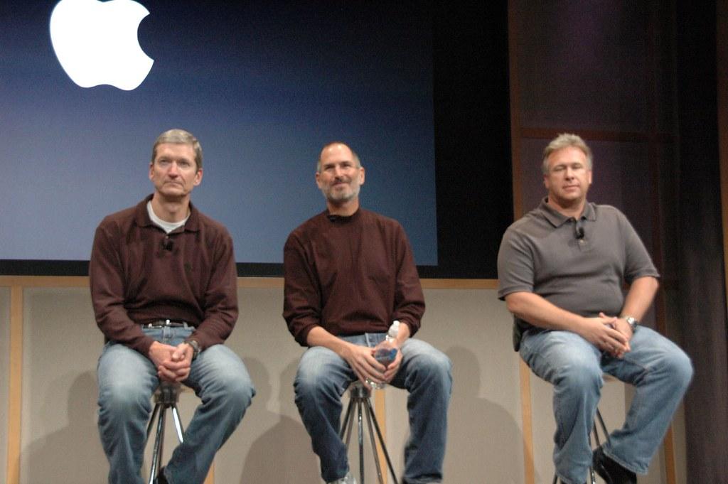 Tim Cook, Steve Jobs i Phil Schiller.