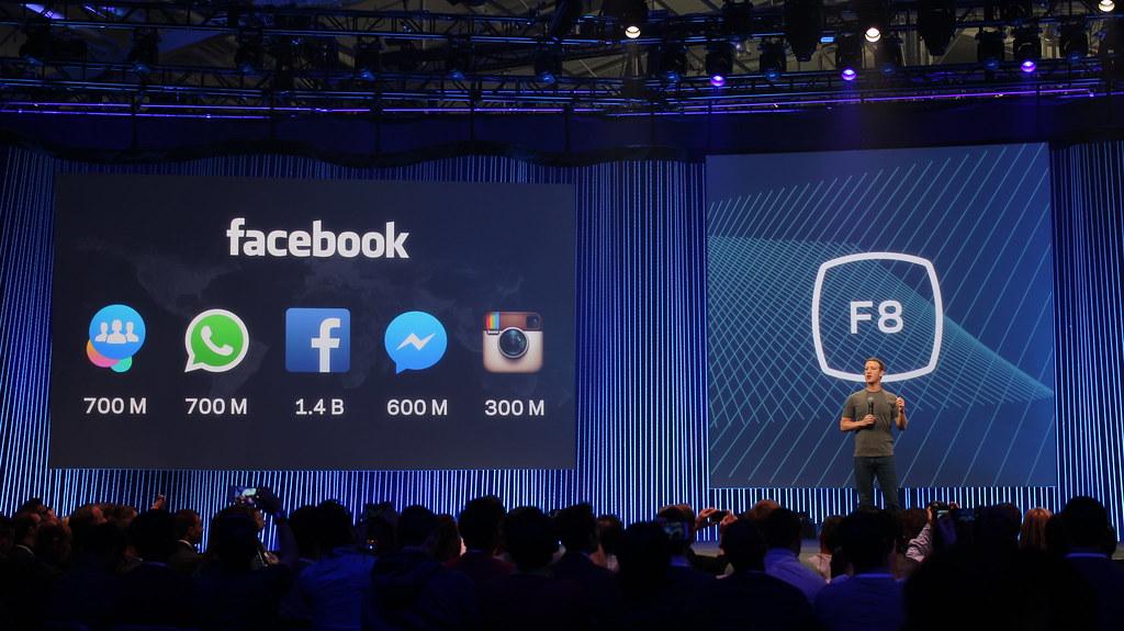 Mark Zuckerberg podczas konferencji