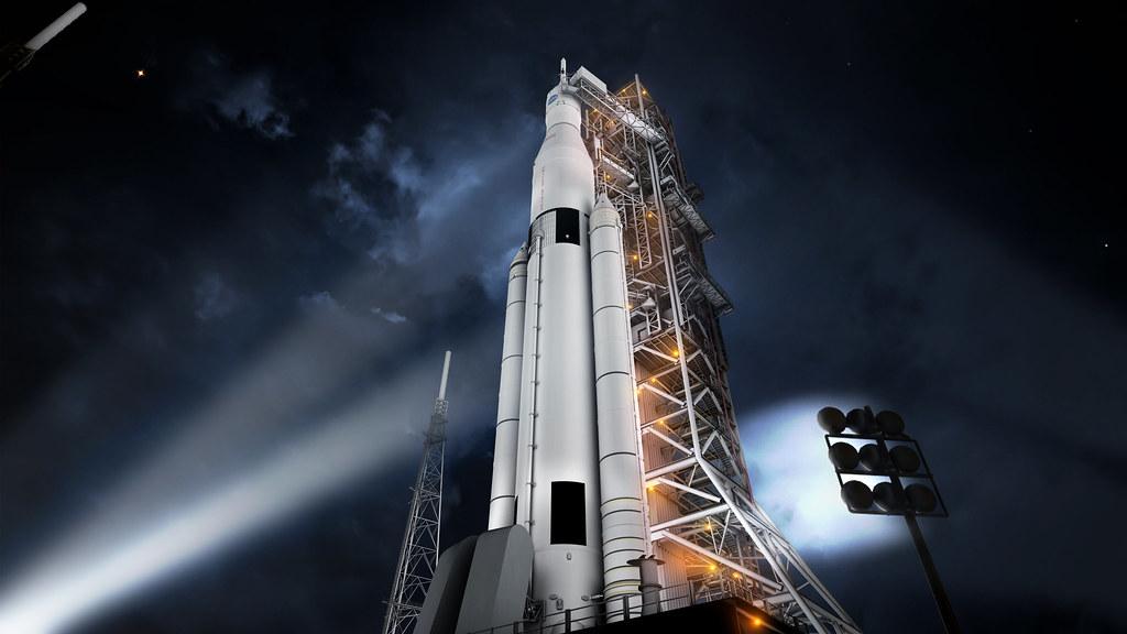 Rakieta Space Launch System (SLS) w kosmodromie.