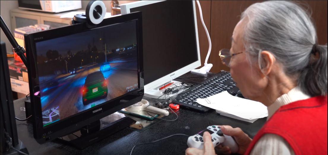 Hamako Mori podczas streamowania GTA V. Japonka, Konsola, Play Station 4.