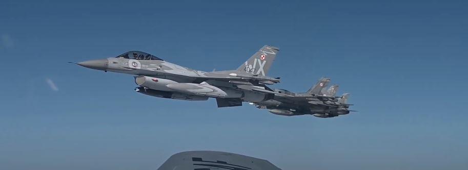 Polskie myśliwce F-16 podczas operacji Astral Knight 2020.