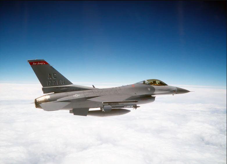 F-16 podczas lotu