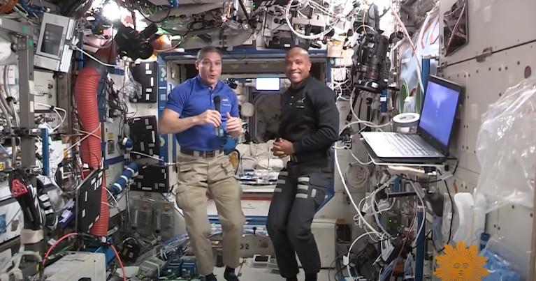 Astronauci na ISS