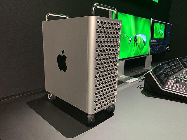 Mac Pro na kółkach.