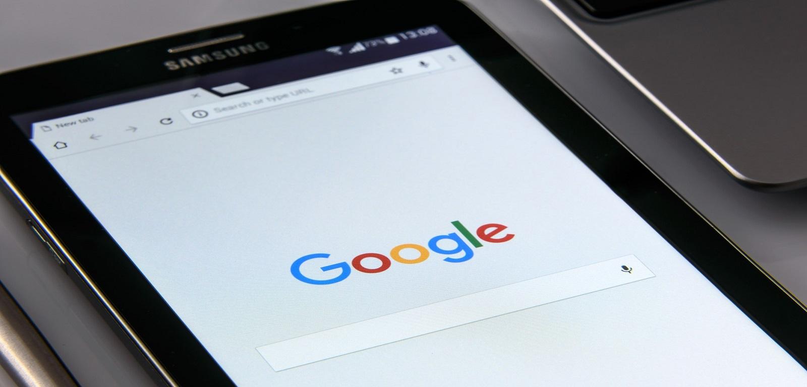Telefon z wyszukiwarką Google