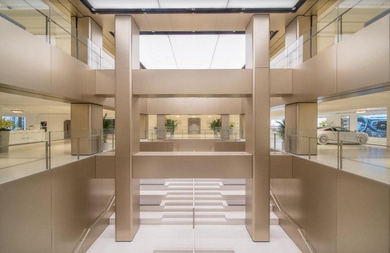 Wnętrze nowego sklepu Huawei w Szanghaju.
