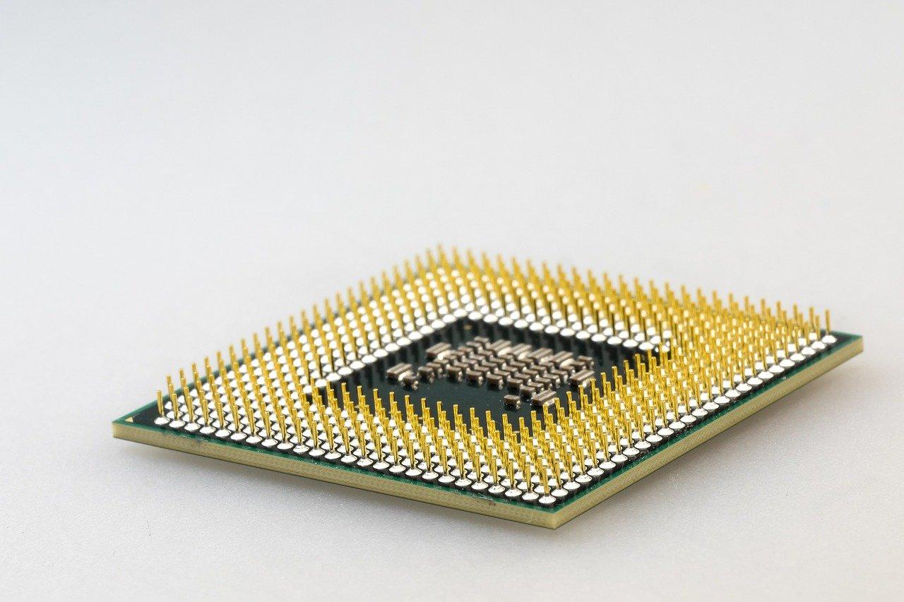 Zdjęcie procesora na białym tle