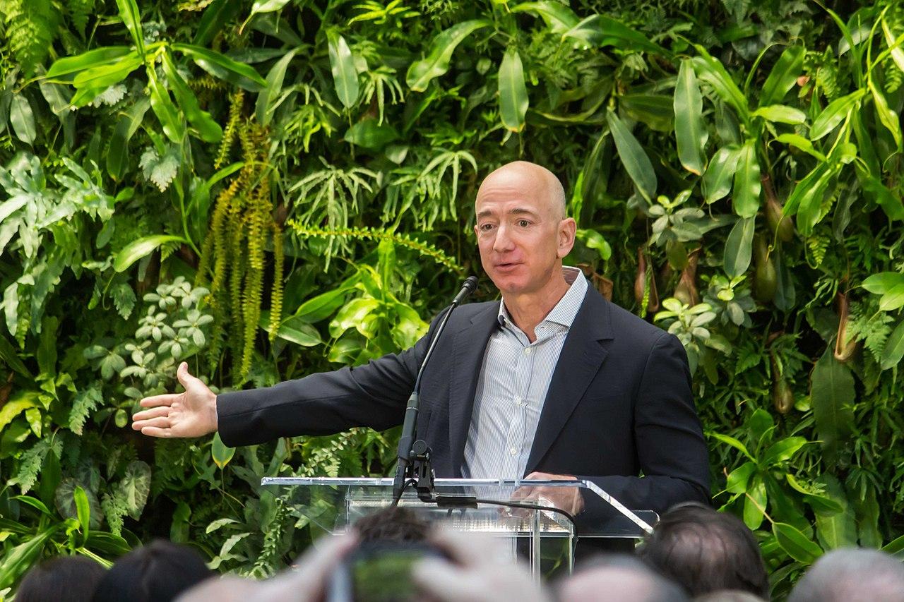 Jeff Bezos, właściciel i twórca Amazona, podczas konferencji.