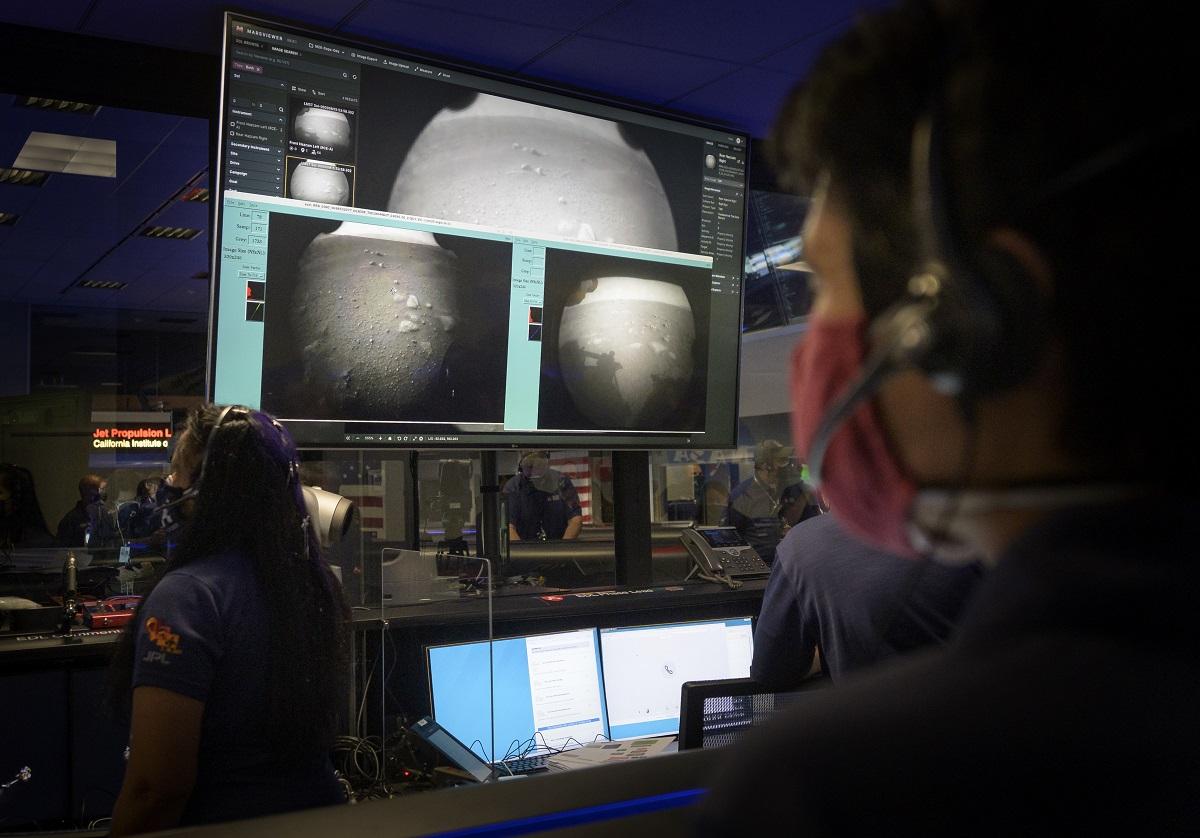 Naukowcy NASA i pierwsze zdjęcie z powierzchni Marsa