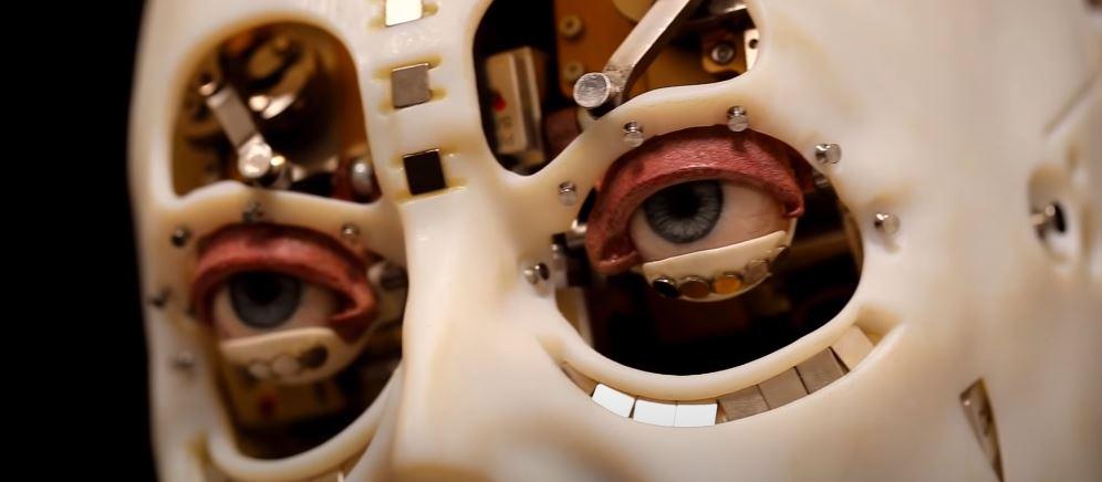 Robot stworzony przez inżynierów z działu badawczego Disneya. Tytuł: Realistic and Interactive Robot Gaze