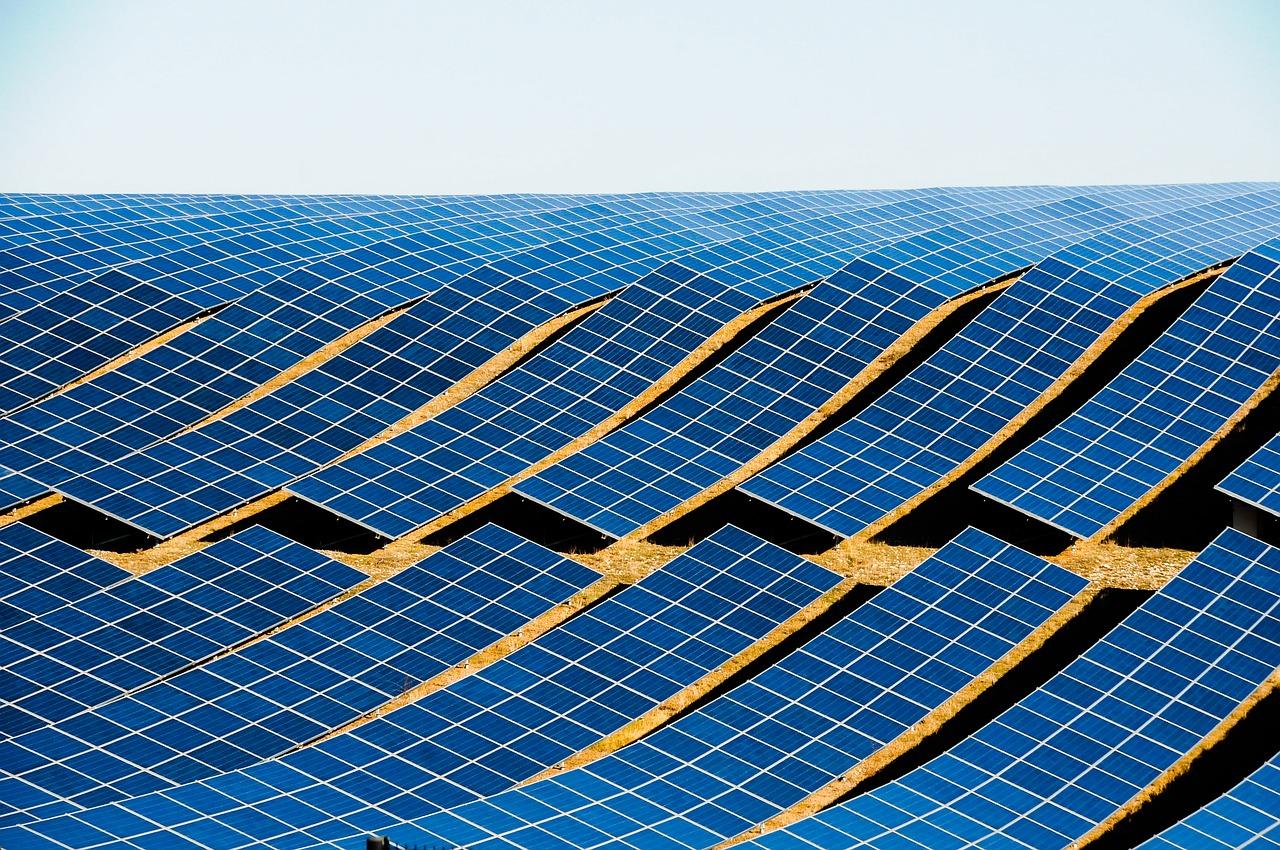 Farma słoneczna, panele fotowoltaiczne.