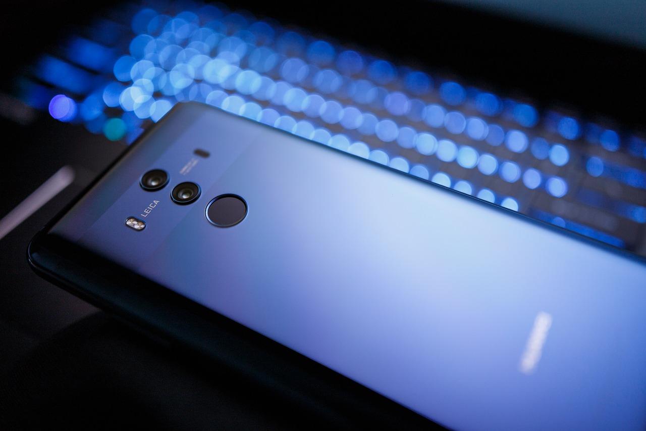 Smartfon Huawei z aparatem od firmy Leica.
