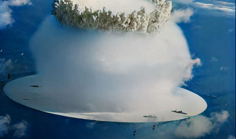 Wybuch bomby atomowej pod wodą. Detonacja w Bikini Atoll.