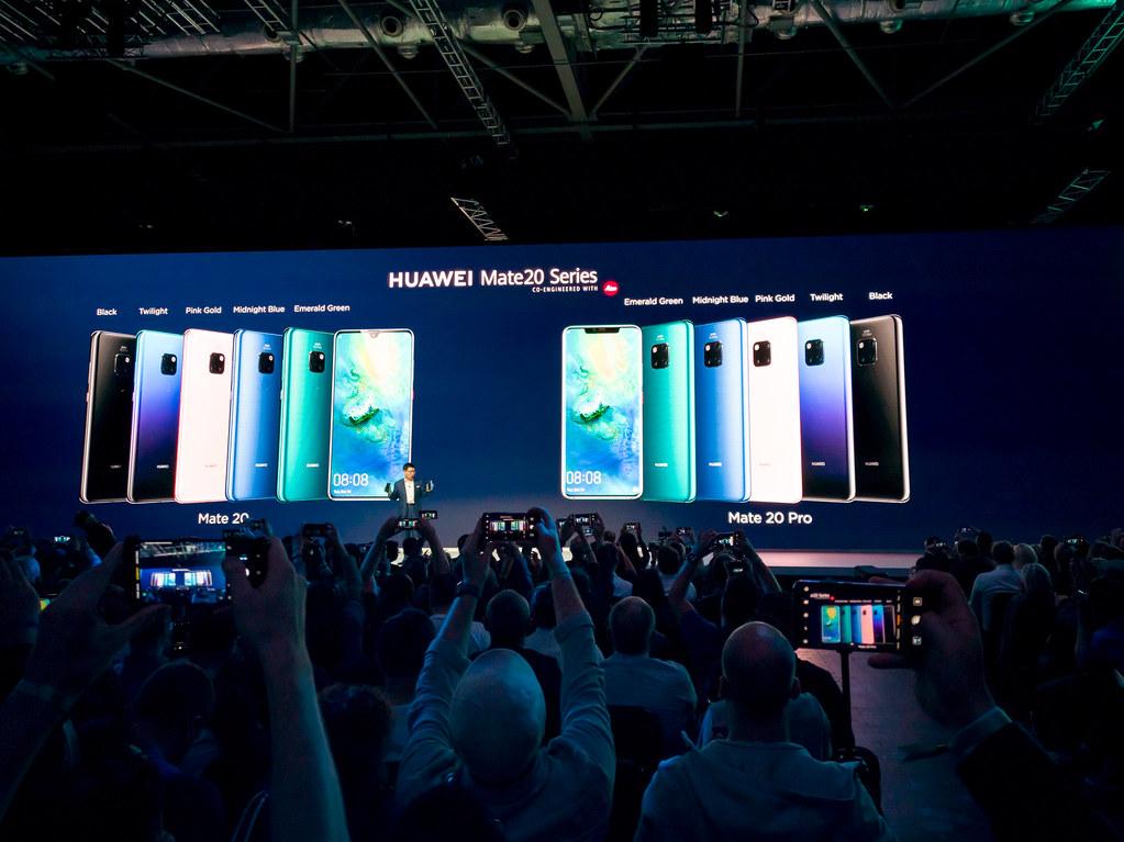 Konferencja Huawei - scena, prezentacja modelu Huawei Mate20