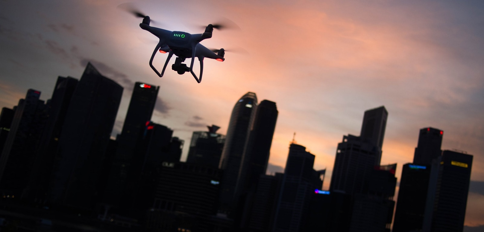 dron w mieście
