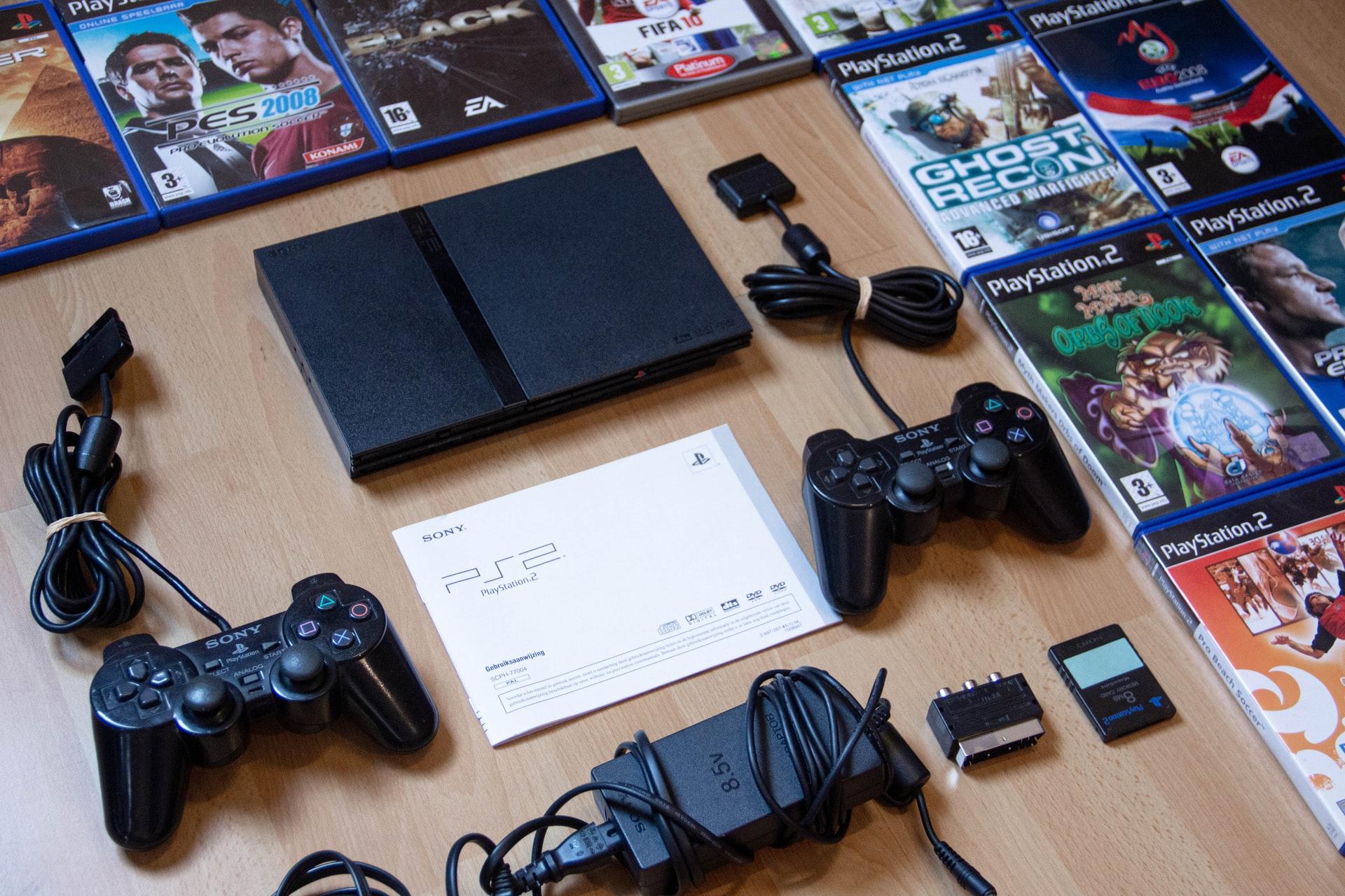 PlayStation 2 i gry w pudełkach