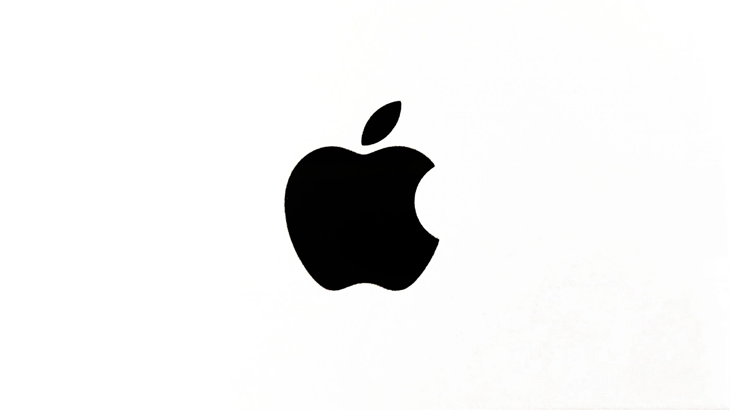 Czarne logo Apple na białym tle